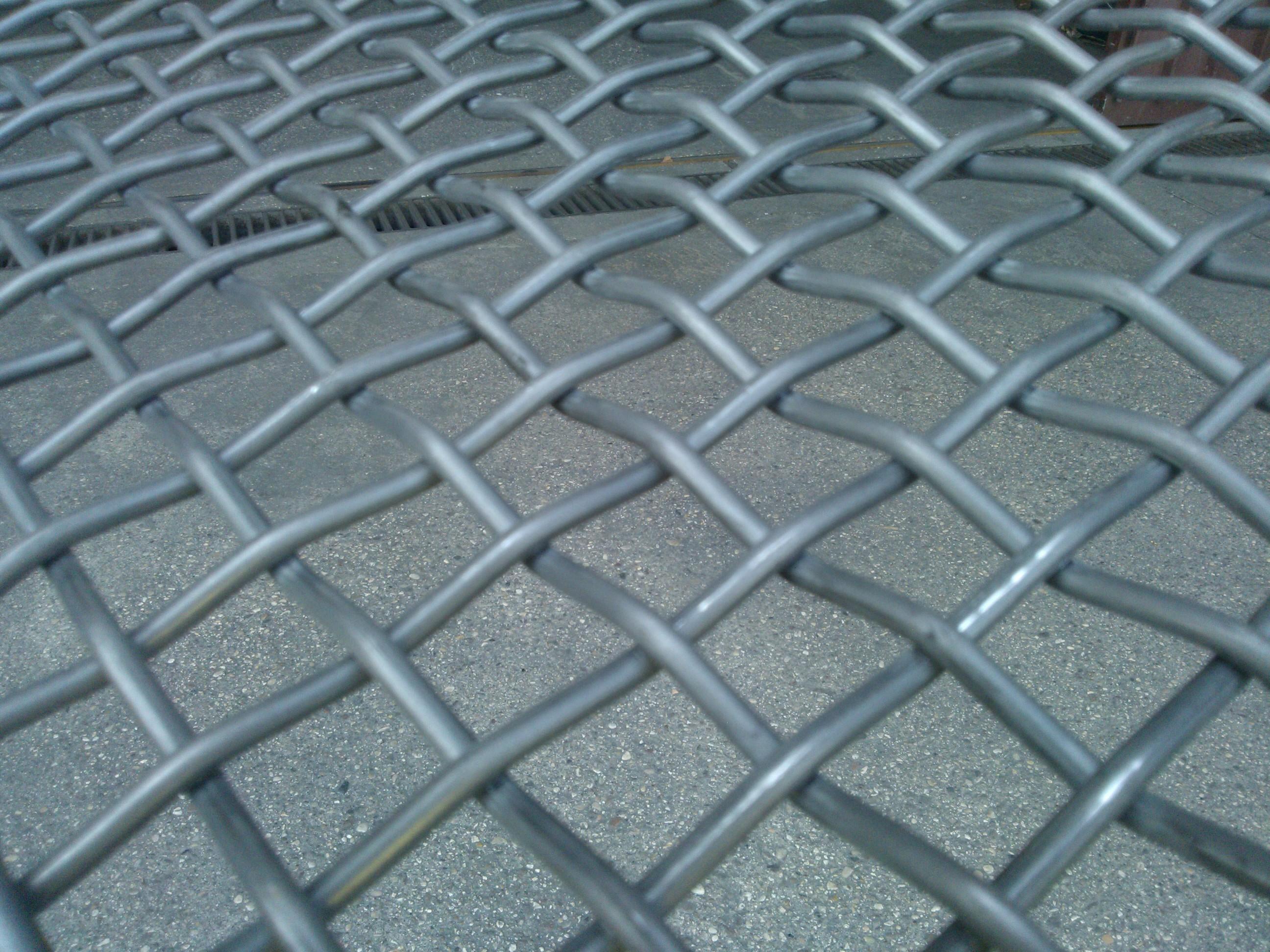 Edilreti s r l reti da recinzione cancellate lamiere for Rete stirata per cancelli